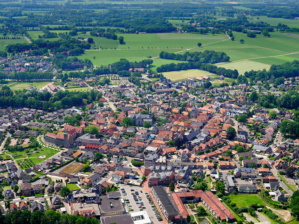 Nederland, Overijssel, Gemeente Dinkelland; 21–06-2020; Ootmarsum, toerististisch en agrarisch stadje in Twente, beschermd stadsgezicht <br /> Ootmarsum, tourist and agricultural town in Twente, protected cityscape.<br /> <br /> luchtfoto (toeslag op standaard tarieven);<br /> aerial photo (additional fee required)<br /> copyright © 2020 foto/photo Siebe Swart
