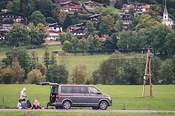 THEMENBILD - arabische Touristen sitzen in einer Gruppe auf einer Wiese neben einem Auto, aufgenommen am 29. September 2019, Kaprun, Österreich // Arab tourists sitting in a group on a meadow next to a car on 2019/09/29, Kaprun, Austria. EXPA Pictures © 2019, PhotoCredit: EXPA/ Stefanie Oberhauser