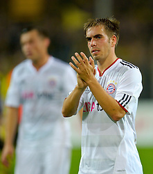 03.10.2010, Signal Iduna Park, Dortmund, GER, 1.FBL, Borussia Dortmund vs Bayern Muenchen im Bild  Philipp Lahm (Bayern #21) dank an die Fans   EXPA Pictures © 2010, PhotoCredit: EXPA/ nph/  Kokenge+++++ ATTENTION - OUT OF GER +++++