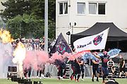 American Football: European League of Football, Hamburg Sea Devils - Berlin Thunder, Hamburg, 11.07.2021<br /> Feature, Sea Devils, Team, Fahne, Feuer, Rauch<br /> © Torsten Helmke