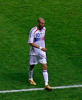 Photo: Glyn Thomas.<br />Italy v France. FIFA World Cup 2006 Final. 09/07/2006.<br /> France's Zinedine Zidane is sent off.