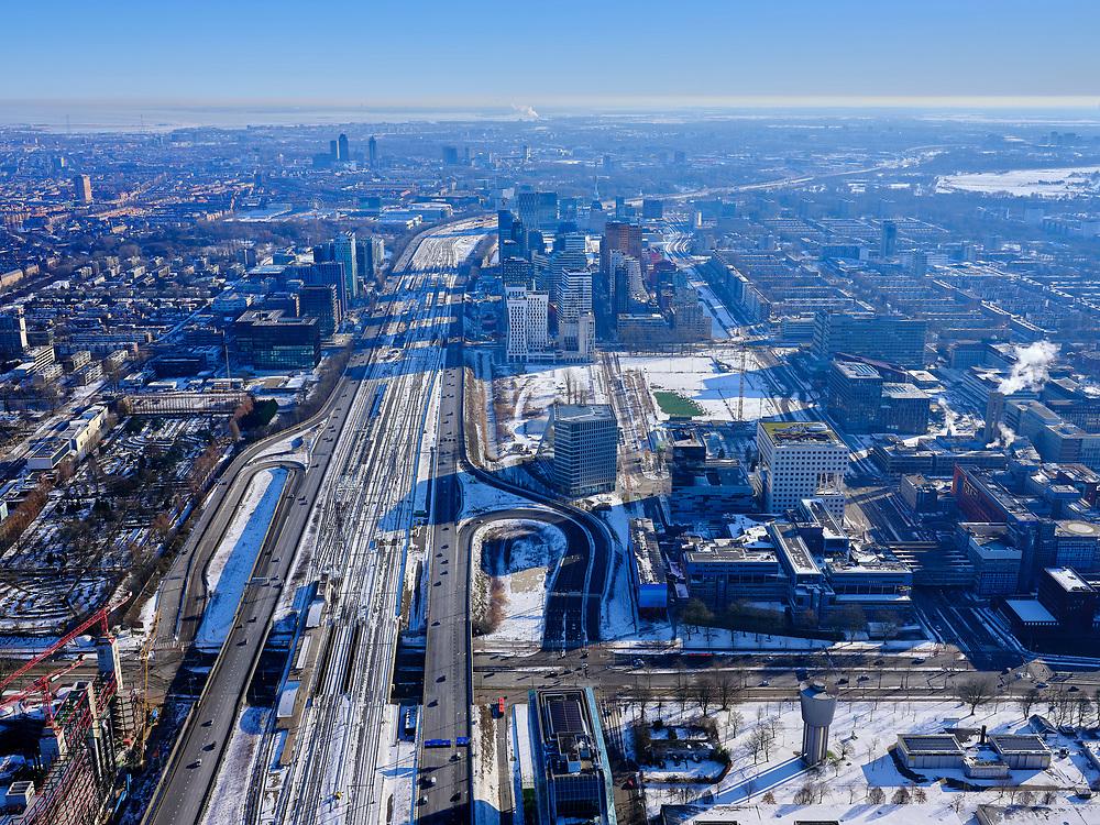 Nederland, Noord-Holland, Amsterdam-Zuid, 13-02-2021; overzicht van de Zuidas, de financiële wijk van Amsterdam. Kruispunt Amstelveenseweg met de Boelelaan, Buitenveldert en VU.<br /> Overview of the Zuid-as, the financial district of Amsterdam. Amstelveenseweg intersection with Boelelaan, Buitenveldert.<br /> luchtfoto (toeslag op standaard tarieven);<br /> aerial photo (additional fee required)<br /> copyright © 2021 foto/photo Siebe Swart
