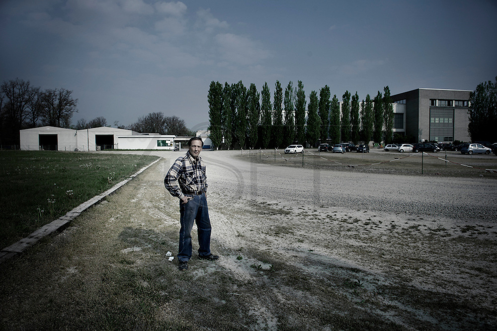 It was 17 years that Gallo Calogero was working at the Pettinatura di Verrone, then in 2010  he strated to receive the layoff. In 2008 he belived there wasn't problems with the job and he bought an house. Now without the job he doesn't know how to pay the mortgage. The factory managers declared that they will mantaine the finest productions in Biella but they are also moving several productions in China and Egypt.