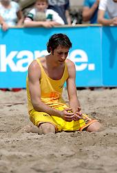18-06-2006 VOLLEYBAL: CITY BEACH TOUR: GOUDA<br /> De finales van de City Beach! Tour stond dit weekend op de markt van Gouda / <br /> ©2006-WWW.FOTOHOOGENDOORN.NL
