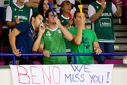 Slovenian fans missing Beno Udrih during the basketball match at 1st Round of Eurobasket 2009 in Group C between Slovenia and Serbia, on September 08, 2009 in Arena Torwar, Warsaw, Poland. (Photo by Vid Ponikvar / Sportida)