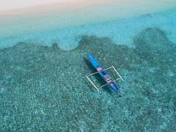 Luftaufnahme von einem Auslegerboot auf der Insel Selayar, Sulawesi, Indonesien, Floressee / Aerial View of Outrigger boat on the Island Selayar, South Sulawesi, Sulawesi, Indonesia, Flores Sea
