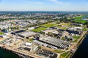 Nederland, Gelderland, Arnhem, 30-09-2015; Industriepark Kleefse Waard (IPKW) aan de Nieuwe Haven. 'Vestigingsplaats voor energie-intensieve ondernemingen met oog voor duurzaamheid'. Voorheen AKZO.<br /> Industrieparck for energy intensive industry.<br /> luchtfoto (toeslag op standard tarieven);<br /> aerial photo (additional fee required);<br /> copyright foto/photo Siebe Swart
