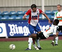 Fotball   25 juni  2006  - treningskamp<br /> Hønefoss Idrettspark    <br /> Foto: Dagfinn Limoseth, Digitalsport <br /> Hønefoss  v  Lyn  1-3<br /> <br /> Stefan Gislason  -  FC Lyn og Umaru Bangura  -  Hønefoss
