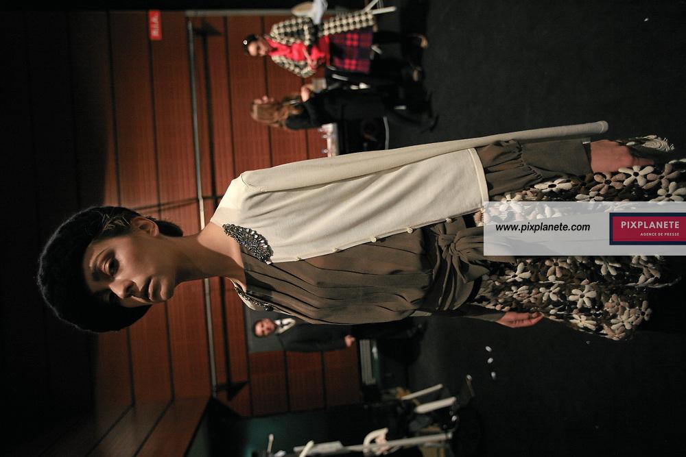 Colette Dinnigan Backstage - Paris Fashion Week - 4/4/2007 - JSB / PixPlanete