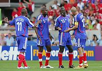 Fotball<br /> VM 2006<br /> 13.06.2006<br /> Frankrike v Sveits<br /> Foto: Witters/Digitalsport<br /> NORWAY ONLY<br /> <br /> v.l. Sylvain Wiltord, William Gallas, Lilian Thuram, Zinedine Zidane Frankreich diskutieren waehrend des Spiels<br /> Fussball WM 2006 Frankreich - Schweiz