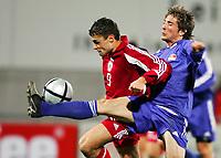 Fotball<br /> VM-kvalifisering<br /> Liechtenstein v Latvia<br /> 17. november 2004<br /> Foto: Digitalsport<br /> NORWAY ONLY<br /> Lettlands Maris Verpakovskis gegen Liechtensteins Franz Josef Vogt