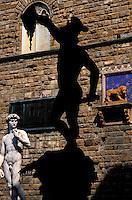 Italie, Toscane, Florence, Piazza della Signoria, Loggia dei Lanzi, le Persee // Perseo, Loggia dei Lanzi, Piazza della Signoria, Florence, Italy