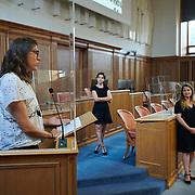 Remise du prix femmes et médias<br /> Salle du grand conseil<br /> Prix Décadrée contre la culture du viol, Sylvia Revello <br /> «Quand l'accouchement vire au cauchemar»<br /> <br /> Neuchâtel, le 16 septembre 2020<br /> Photo: David Marchon