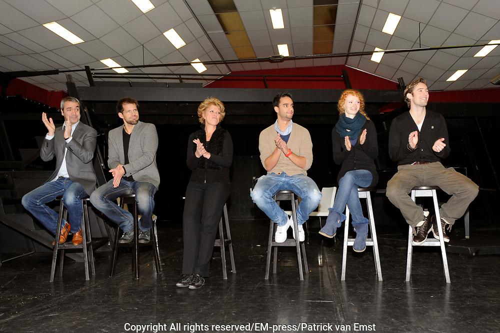 Perspresentatie Next to Normal - de musical in de Dutch Studio's Amsterdam.<br /> <br /> Op de foto: v.l.n.r. Wim van den Driessche , Rene van Kooten , Simone Kleinsma , Freek Bartels , Michelle van de Ven en Jonathan Demoor