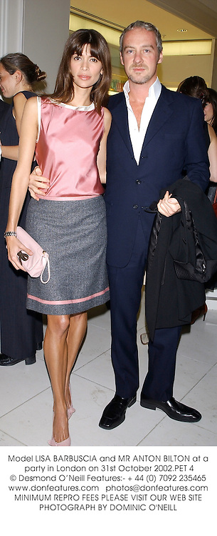 Model LISA BARBUSCIA and MR ANTON BILTON at a party in London on 31st October 2002.PET 4