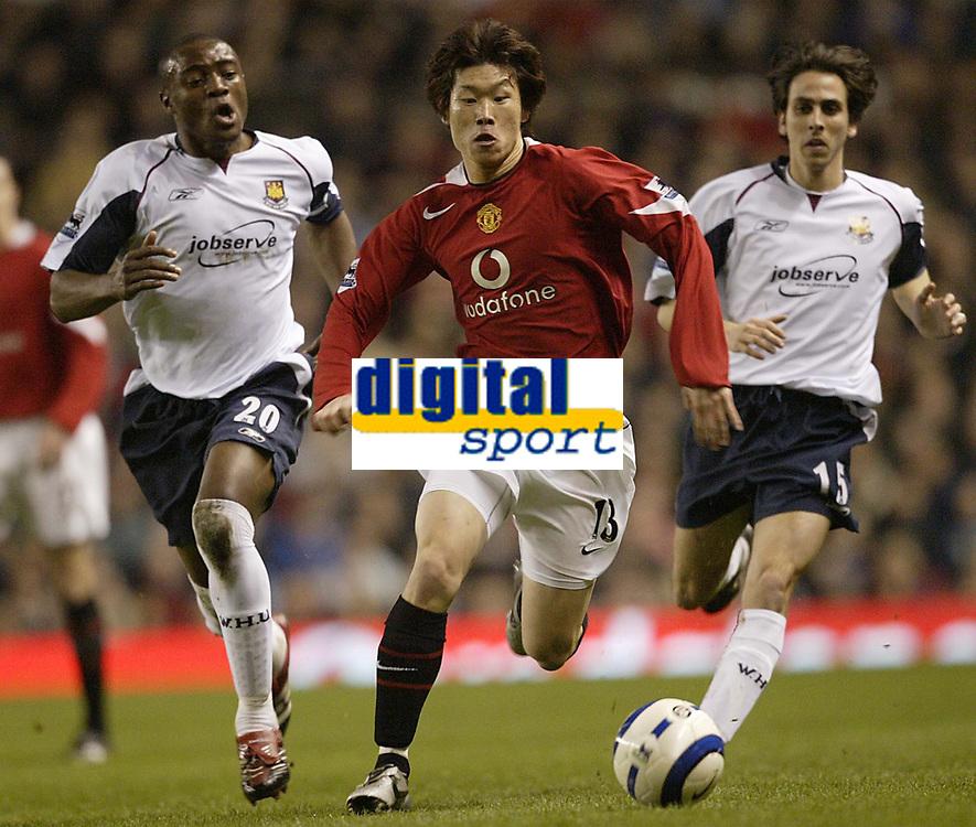 Photo: Aidan Ellis.<br /> Manchester United v West Ham United. The Barclays Premiership. 29/03/2006.<br /> United's Ji-Sung Park gets in between West Ham's Nigel Reo Coker and Yosssi benayoun
