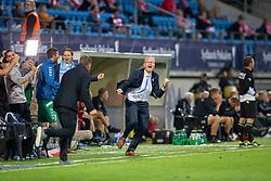 Cheftræner Glen Riddersholm (SønderjyskE) løber jublende på banen efter slutfløjtet i finalen i Sydbank Pokalen mellem AaB og SønderjyskE den 1. juli 2020 i Blue Water Arena, Esbjerg (Foto Claus Birch).