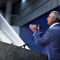 """Nederland, Amsterdam , 25 juni 2011.. Symposium 40 jaar cardiologie VUmc..Dhr. Johan Cruijff, zelf hartpatient sloot het symposium gisterenmiddag af met als thema """"waarmee kom je het verste in het leven"""".Foto:Jean-Pierre Jans"""