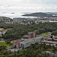 Universitetet i Agder i Kristiansand sett fra luften første studie dag i august.