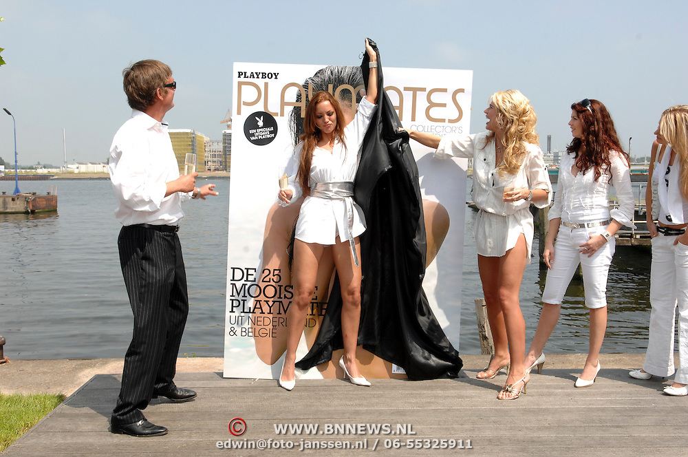 NLD/Amsterdam/20070610 - Presentatie Playboy's Playmates Collectors Special Edition, playmate en model, Dorien Rose Duinker en Melisa Schaufeli, onthulling