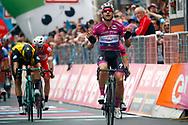 Arrival sprint Elia Viviani (ITA - QuickStep - Floors) during the 101th Tour of Italy, Giro d'Italia 2018, stage 13, Ferrara - Nervesa della Battaglia 180 km on May 18, 2018 in Italy - Photo Luca Bettini / BettiniPhoto / ProSportsImages / DPPI