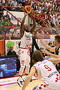 DESCRIZIONE : Campionato 2015/16 Giorgio Tesi Group Pistoia - Pasta Reggia Caserta<br /> GIOCATORE : Moore Ronald<br /> CATEGORIA : Tiro<br /> SQUADRA : Giorgio Tesi Group Pistoia<br /> EVENTO : LegaBasket Serie A Beko 2015/2016<br /> GARA : Giorgio Tesi Group Pistoia - Pasta Reggia Caserta<br /> DATA : 15/11/2015<br /> SPORT : Pallacanestro <br /> AUTORE : Agenzia Ciamillo-Castoria/S.D'Errico<br /> Galleria : LegaBasket Serie A Beko 2015/2016<br /> Fotonotizia : Campionato 2015/16 Giorgio Tesi Group Pistoia - Pasta Reggia Caserta<br /> Predefinita :