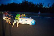 Wil Baselmans wordt gevangen in de VeloX3 aan het einde van een extra testrit. In Lausitz rijdt Wil Baselmans van het Human Power Team Delft en Amsterdam de eerste poging om het uurrecord te breken. Wegens warmte heeft hij zijn poging na een half uur moeten afbreken. In september wil het team, dat bestaat uit studenten van de TU Delft en de VU Amsterdam, een poging doen het wereldrecord snelfietsen te verbreken, dat nu op 133 km/h staat tijdens de World Human Powered Speed Challenge.<br /> <br /> At the Dekra test track in Lausitz Wil Baselmans of the Human Power Team Delft and Amsterdam is riding his first attempt to set a new hour record with the VeloX3. After half an hour Baselmans has to stop due to the heat. With the special recumbent bike the team, consisting of students of the TU Delft and the VU Amsterdam, also wants to set a new world record cycling in September at the World Human Powered Speed Challenge. The current speed record is 133 km/h.