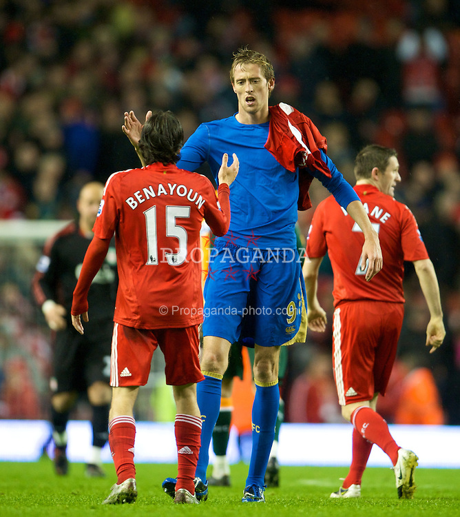 LIVERPOOL, ENGLAND - Wednesday, October 29, 2008: Portsmouth's Peter Crouch shakes hands with Liverpool's Yossi Benayoun during the Premiership match at Anfield. (Photo by David Rawcliffe/Propaganda)