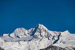 THEMENBILD - Nach dem starken Schneefall vom Dienstag präsentiert sich die Glocknergemeinde am Mittwoch den 10. Jänner 2018 bei Wolkenlosem Himmel als Winter Wonderland. Hier im Bild Schneebedekter Grossglockner (3.798m) höchster berg Österreichs //  After a heavy snowfall on Tuesday, the village of Kals am Grossglockner presents itself in cloudless skies as a winter wonderland on Wednesday, January 10, 2018. Picture shows Snow-covered Grossglockner (3.798m) highest mountain in Austria. EXPA Pictures © 2018, PhotoCredit: EXPA/ Johann Groder
