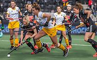 AMSTELVEEN - Frederique Matla (DenBosch) met Kimberly Thompson (Adam) en Sosha Benninga (Adam) tijdens de halve finale wedstrijd dames EURO HOCKEY LEAGUE (EHL),  Amsterdam-HC Den Bosch. (1-1) Den Bosch wint shoot outs en plaats zich voor de finale.  COPYRIGHT  KOEN SUYK