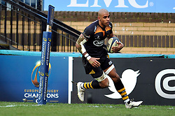Tom Varndell of Wasps scores a try in the first half - Photo mandatory by-line: Patrick Khachfe/JMP - Mobile: 07966 386802 14/12/2014 - SPORT - RUGBY UNION - High Wycombe - Adams Park - Wasps v Castres Olympique - European Rugby Champions Cup