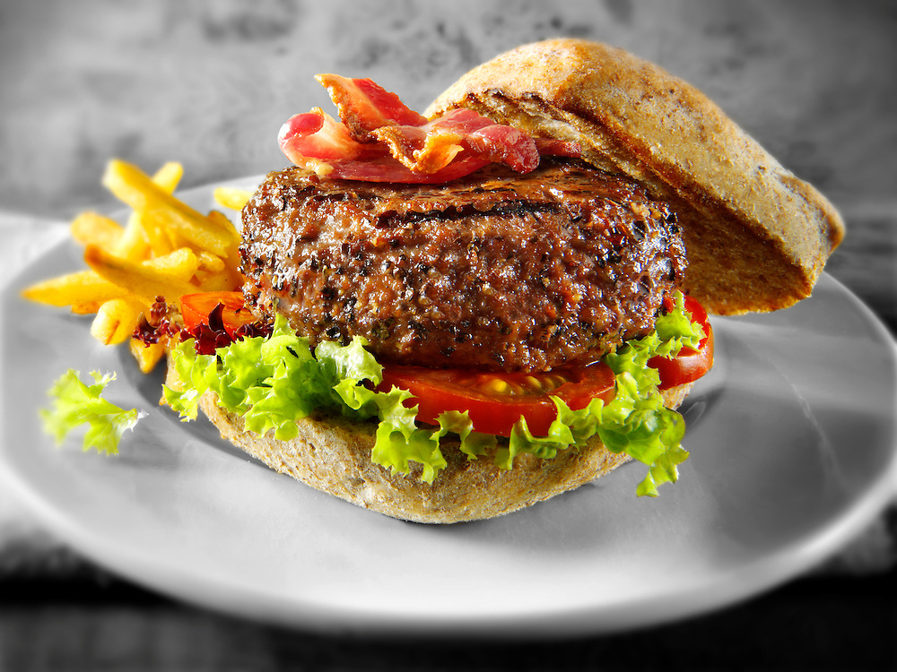 Peppered beef burger with chips