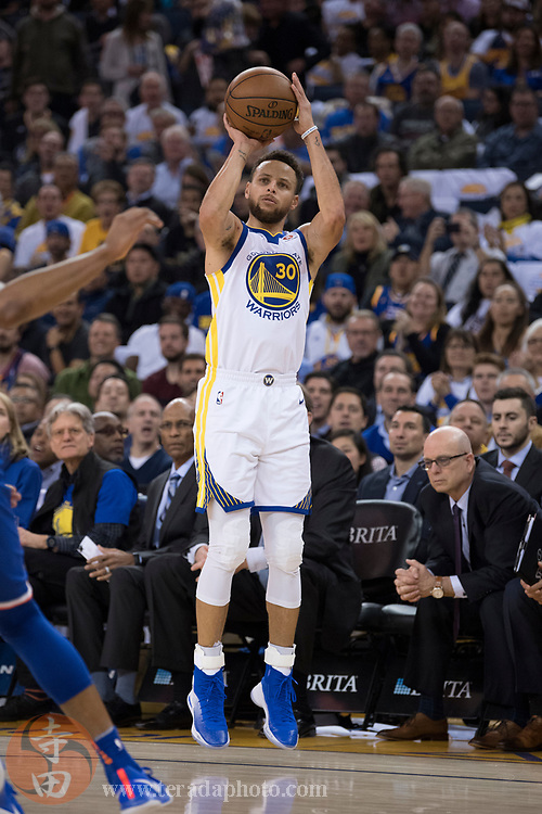 January 23, 2018; Oakland, CA, USA; Golden State Warriors guard Stephen Curry (30) shoots the basketball during the third quarter against the New York Knicks at Oracle Arena. The Warriors defeated the Knicks 123-112.
