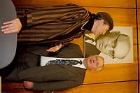 19.01.1999, Deutschland/Bonn:<br /> Ingird Mattäus-Maier, MdB, SPD Finanzexpertin, und Oskar Lafontaine, SPD, Bundesfinanzminister, vor Beginn der SPD Fraktiuonssitzung, in der Lafontaine der Fraktion sein Steuerkonzept vorstellen will, Fraktionssitzungssaal, Bundeshaus<br /> IMAGE: 19990119-01/01-13<br /> KEYWORDS: Ingrid Matthaeus-Maier