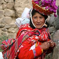 Americas, South America, Peru, Ollanta. Local Quechuan woman in traditional dress.