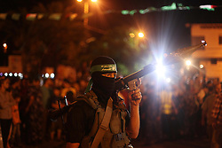08.07.2015, Gaza city, PSE, Nahostkonflikt zwischen Israel und Palästina, im Bild Mitglieder der Hamas und radikaler Palästinensischer Organisationen, begehen den Jahrestag des letzjährigen 50 Tage Krieg gegen Israel // A member of Palestinian Hamas militants holds his weapon during a march marking the first anniversary of the 50-day Israeli war on Gaza Strip last summer. July 8th marks the one-year anniversary of the war between Israel and Hamas in Gaza. The 50-day conflict began after Israel said it was determined to put an end to constant rocket-fire from Gaza, launching an intense air and ground assault to do so. It was the third major conflict between Israel and Hamas militants since the Islamist group seized control of Gaza in 2007. The fighting killed more than 2,100 Palestinians, most of them civilians, as well as 73 Israelis, most of them soldiers. More than 100,000 buildings in Gaza were left damaged or destroyed. None has yet been rebuilt, Palestine on 2015/07/08. EXPA Pictures © 2015, PhotoCredit: EXPA/ APAimages/ Ashraf Amra<br /> <br /> *****ATTENTION - for AUT, GER, SUI, ITA, POL, CRO, SRB only*****