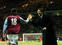 Fotball<br /> Premier League England<br /> 06.01.2004<br /> Foto: Digitalsport<br /> Norway Only<br /> <br /> ASTON VILLA v PORTSMOUTH<br /> DAVID O'LEARY AND JUAN PABLO ANGEL CELEBRATE VILLA'S 1ST GOAL
