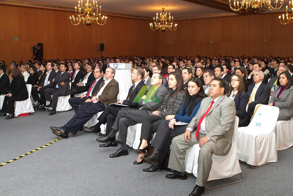 Este año marca un momento historico para IBM, al cumplir 100 años como compañia. A la par de las actividades de celebracion que hemos realizado, consideramos este un momento de reflexion sobre el impacto que los IBMistas hemos tenido. COntamos con la participacion de Jon C. Iwata, Senior Vice President, Marketing and Communications.