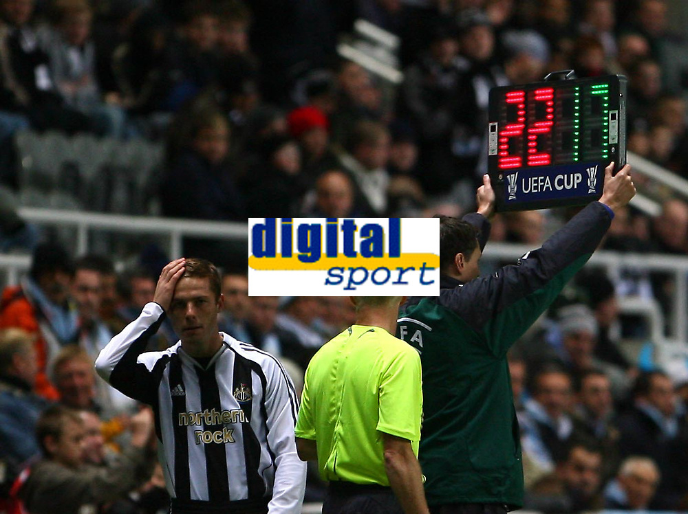 Photo: Andrew Unwin.<br /> Newcastle United v Celta Vigo. UEFA Cup. 23/11/2006.<br /> Newcastle's Scott Parker (L) prepares to come on as a substitute.