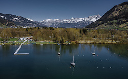 THEMENBILD - Segelboote liegen am Zeller See vor Anker mit dem Bergpanorama der umliegenden Berge, aufgenommen am 20. April 2019 in Zell am See, Oesterreich // Sailboats anchored at the Zeller lake with the panorama of the surrounding mountains in Zell am See, Austria on 2019/04/20. EXPA Pictures © 2019, PhotoCredit: EXPA/ JFK