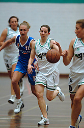 20-04-2005 BASKETBAL: LEVI - PERIK JUMPERS: AMSTERDAM<br /> Levi Amsterdam, wint de eerste playoff wedstrijd met 85-65 / Jasmijn Overbeeke en Sally Kaznica<br /> ©2005-WWW.FOTOHOOGENDOORN.NL