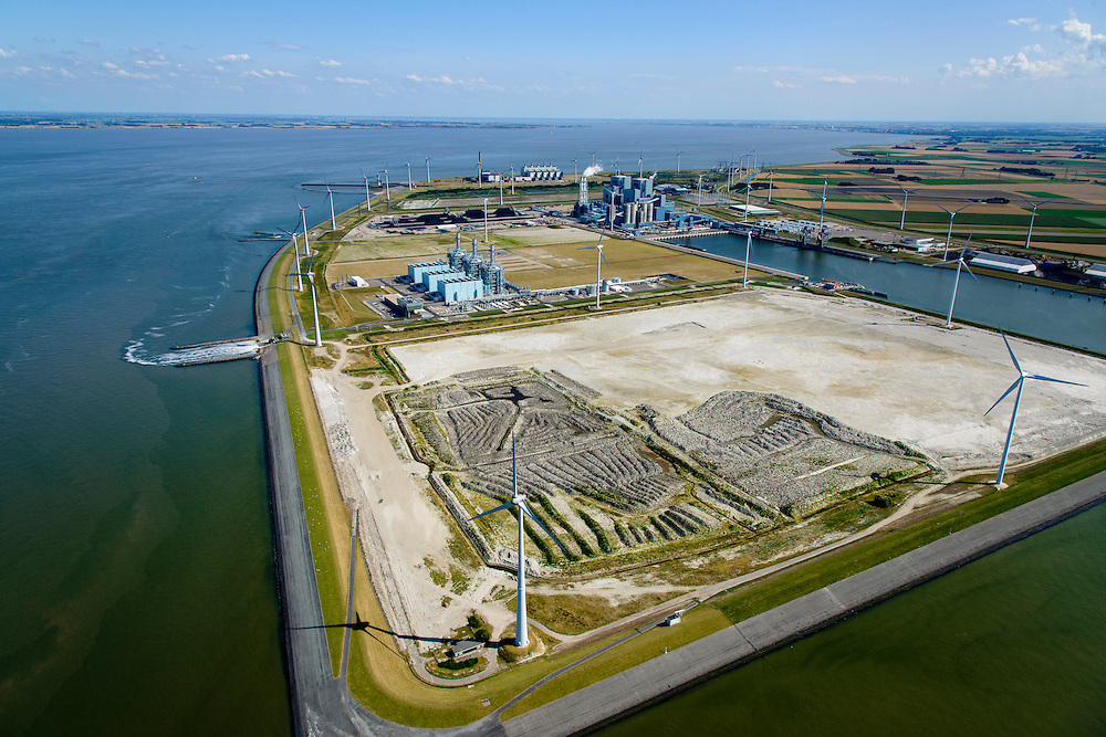 Nederland, Groningen, Eemshaven, 05-08-2014; Haven omzoomd door windmolens. Energie-landschap met elektricitieitscentrales van Nuon (midden links), de RWE-Essent elektriciteitscentrale (midden, kolencentrale) en de Eemscentrale van Electrabel (stoom- en gascentrale, STEG-centrale - achtergrond).<br /> Harbor area and energy landscape with wind turbines and different power plants:<br /> Nuon (Magnum multi-fuel plant, foreground), coal fired  RWE-Essent plant (middle) and the Electrabel STEG  power plant.<br /> <br /> luchtfoto (toeslag op standard tarieven);<br /> aerial photo (additional fee required);<br /> copyright foto/photo Siebe Swart