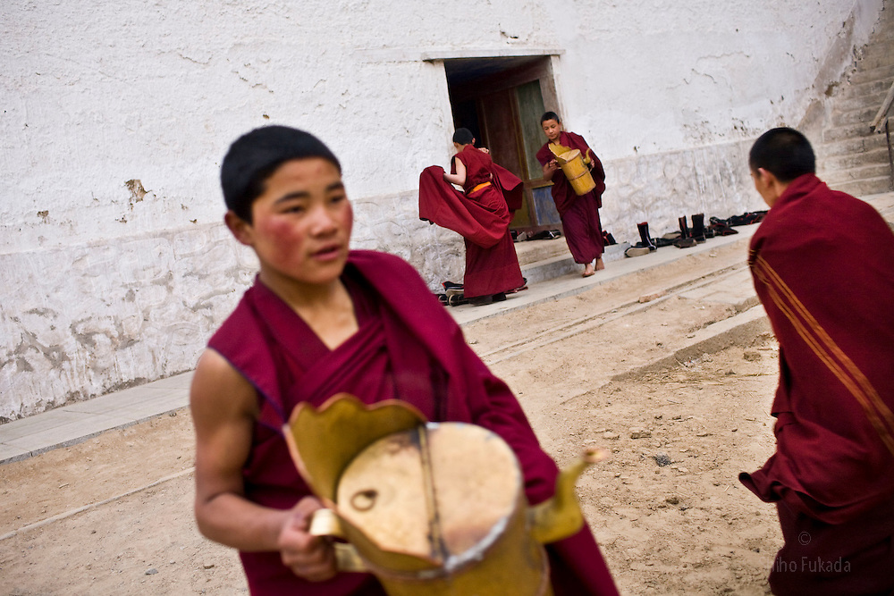 Tibet New Year - China - Edward Wong<br /> Monks fetch hot water at Rongwo monastery  (Longwu in Chinese) on Tibetan New Year's Day in Rebkong (Tongren in Chinese), Qinghai province in China, February 25, 2009. Photo by Shiho Fukada for The New York Times
