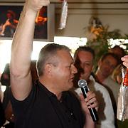 NLD/Bloemenaal/20050601 - Haringparty Showtime Noordzee FM, dhr. van der Zwan, Ouwehand Vis