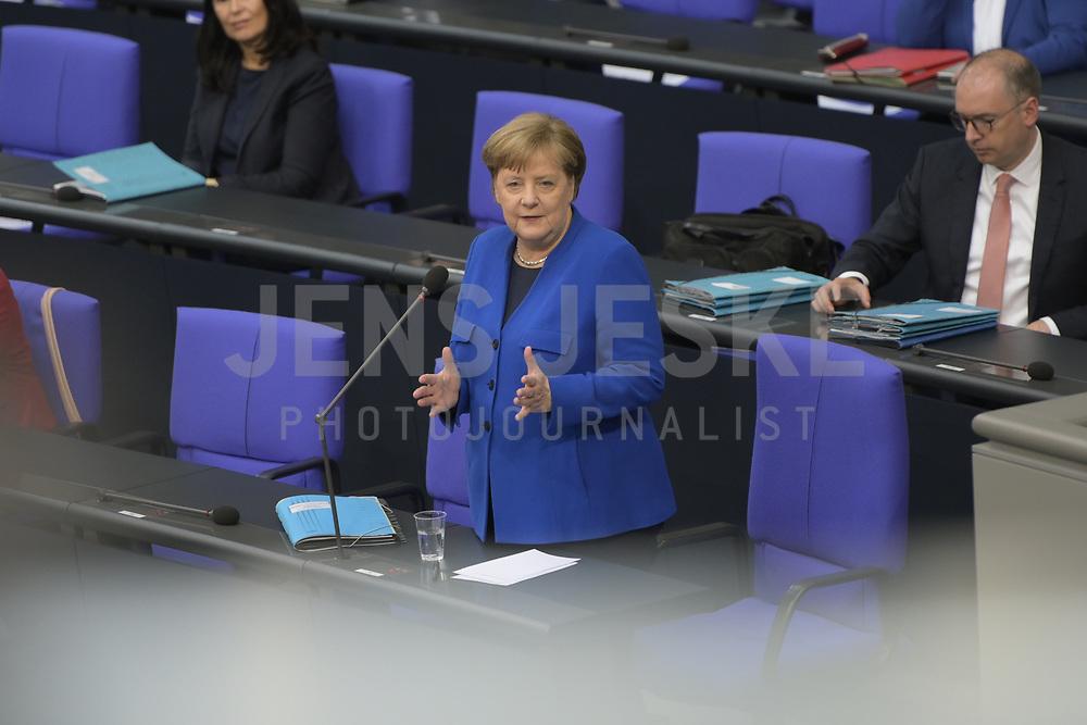 DEU, Deutschland, Germany, Berlin, 13.05.2020: Bundeskanzlerin Dr. Angela Merkel (CDU) bei einer Plenarsitzung im Deutschen Bundestag. In der heutigen Fragestunde und Regierungsbefragung beantwort die Kanzlerin Fragen der Abgeordneten.