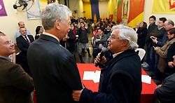 Paulo Odone cumprimenta o candidato José Fortunati durante convenção do PPS - Partido Popular Socialista, na sede municipal, em Porto Alegre. FOTO: Jefferson Bernardes/Preview.com