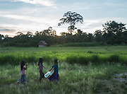 Girls getting water. Overnight stay in Yaranda. Going for 2 days with a dug-out canoe from San Borja up the Maniqui river to reach the Tsimane settlement of Anachere.