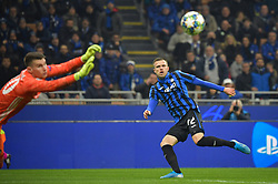 November 26, 2019, Milano, Milano, Italia: Foto LaPresse/Massimo Paolone.26 Novembre 2019 Milano, Italia.Sport.Calcio.Atalanta vs Dinamo Zagabria - Uefa Champions League 2019 2020 - Fase a gironi - Gruppo C.Nella foto: Josip Ilicic (Atalanta Bergamasca Calcio) in azione contrastato da Dominik Livakovic (GNK Dinamo) ..Photo LaPresse/Massimo Paolone.November 26, 2019 Milan, Italy.sport.soccer.Atalanta vs Dinamo Zagreb - Uefa Champions - Group stage - Group C .In the pic: Josip Ilicic (Atalanta Bergamasca Calcio) competes for the ball with Dominik Livakovic  (Credit Image: © Massimo Paolone/Lapresse via ZUMA Press)