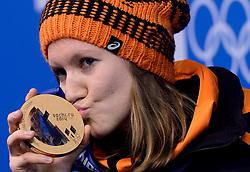 17-02-2014 ALGEMEEN: OLYMPIC GAMES HULDIGING: SOTSJI<br /> Huldiging van de 1500 meter op Medal Plaza / Lotte van Beek<br /> ©2014-FotoHoogendoorn.nl