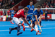 Sam Ward of Great Britain Men is watched by Leandro Tolini of Argentina Men during the 2019 Men's FIH Pro League match at Lee Valley Hockey Centre, Stratford<br /> Picture by Simon Parker/Focus Images Ltd <br /> 18/05/2019